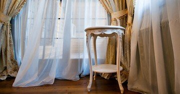 best advice on household cleaning - pretty, white nets can be a real decoration for your window