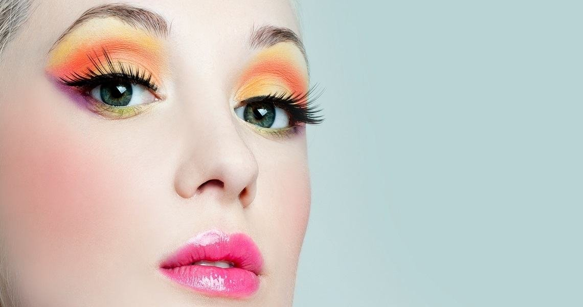 Latest beauty trends - There are many pros of eyelash extensions which appeal to many women