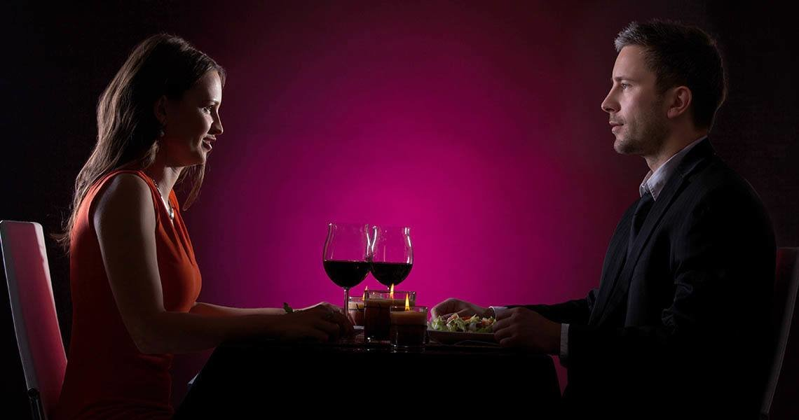Online dating tips - Dinner in the dark allows you to activate senses, allowing the guests an unforgettable experience