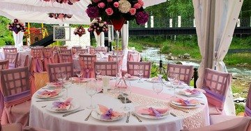 Bien Magazine - It turns out that wedding seating arrangements of guests is not easy